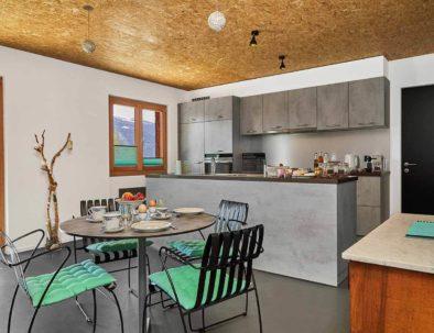 La Forge de Diogne - voll ausgesastette Küche mit Essecke, für Unabhängigkeit und Freiheit vom ersten Tag an